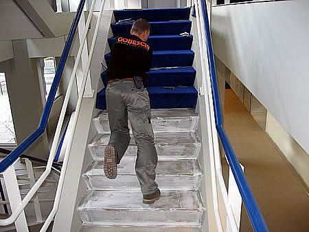Trappenhuis bekeden trappen tapijt tapijleggen trap